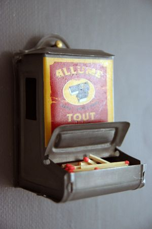 Matches_dispenser